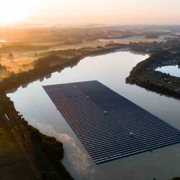 Drijvende zonnepanelen Tynaarlo grote stap in energietransitie