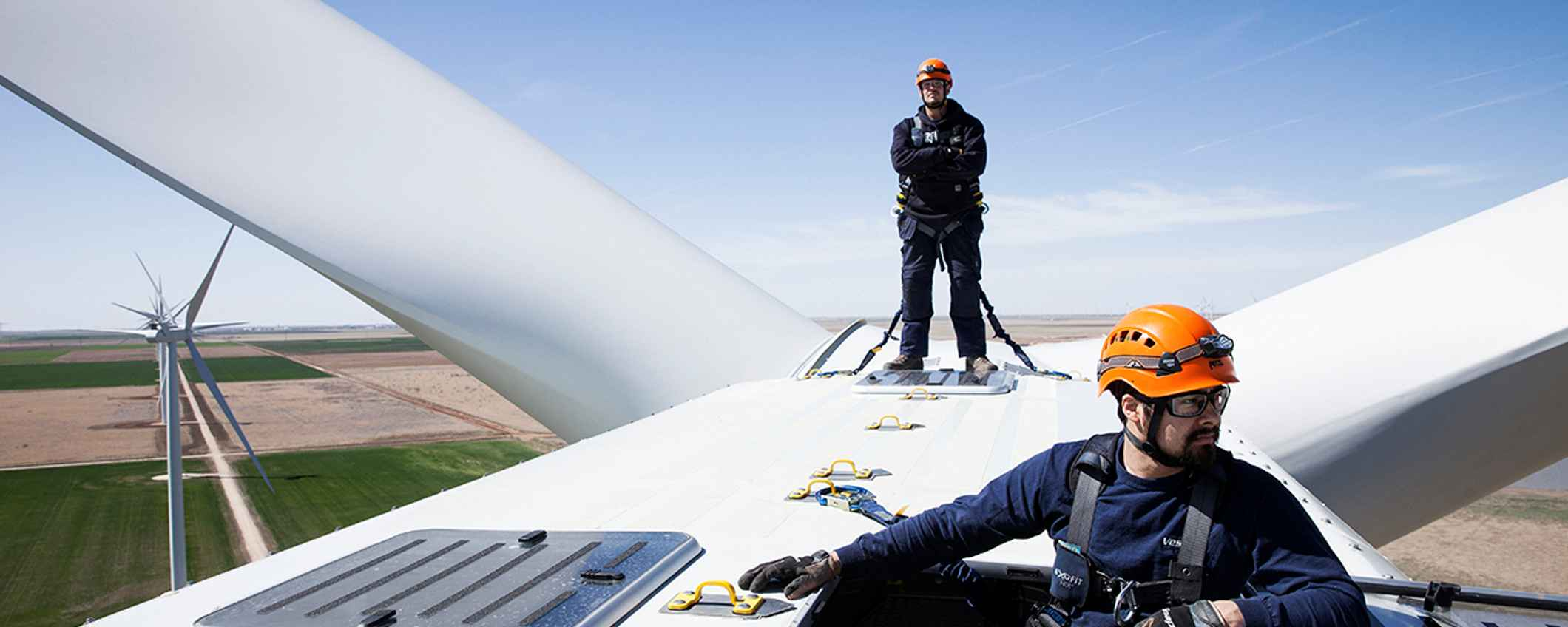 Monteurs die windmolen controleren